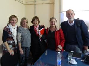 Prof. Agda. Alejandra López Gómez con el Tribunal y Directora de Tesis