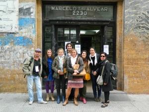 Prof. Agda. Alejandra López Gómez con compañeros de la Facultad