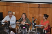 Decano Luis Leopold, la Directora de Licenciatura Prof. Adj. Ana Laura Russo y Valentina Signorelli, representante del Centro de Estudiantes (CEUP)